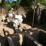 1ère latrine en construction